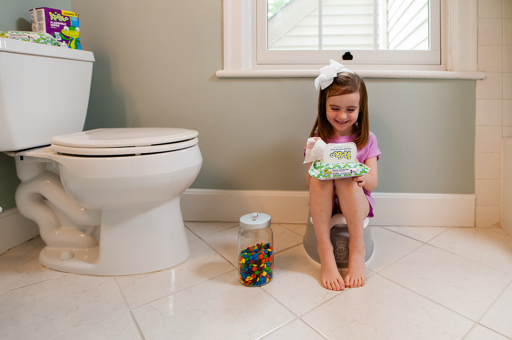 Sexy petite girls peeing — img 13